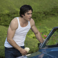 Damon in a tanktop the vampire diaries s6e4