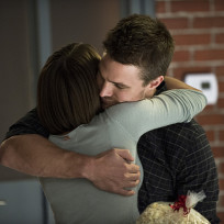 Hugging it Out - Arrow Season 3 Episode 5