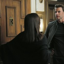 At Liv's Door - Scandal Season 4 Episode 9