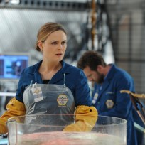 Brennan Examines the Remains of a Famous Crossword Puzzle Master - Bones Season 10 Episode 8
