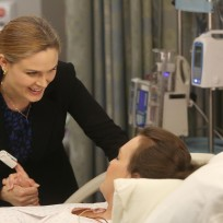 Brennan helps daisy during labor bones s10e8
