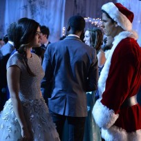 Aria and santa pretty little liars s5e13