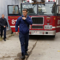 The gang arrives chicago fire season 3 episode 10