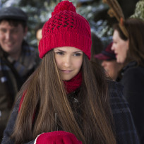 Elena on christmas the vampire diaries s6e10
