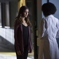 Elena at the hospital the vampire diaries s6e10