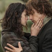 Claire and jamie hands on face outlander