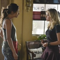 Sporty spice and baby spice pretty little liars s5e18