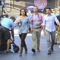 The crew of the passions of santos jane the virgin s1e11
