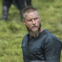 Ragnar surveys the damage vikings s3e3