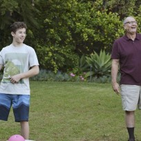 Luke and jay playing football modern family s6e17