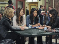 Pretty Little Liars at School