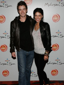 Robert Buckley and Jessica Szohr