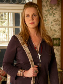 Elizabeth Perkins on Weeds