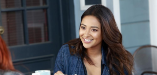 """Pretty Little Liars Exclusive: Shay Mitchell on Spencer Tension, """"Insane"""" Episode to Come and More!"""
