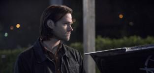Dean looks in the trunk