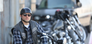 Jax teller on his bike sons of anarchy s7e13