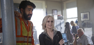 Ravi and liv at work izombie s1e3