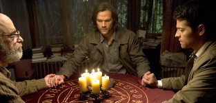 Holding hands supernatural season 10 episode 17