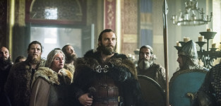 Rollo Enters the Throne Room - Vikings