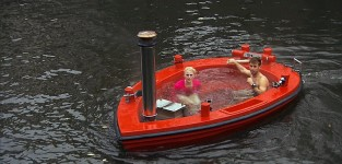 Hot Tubbing in Amsterdam - The Amazing Race