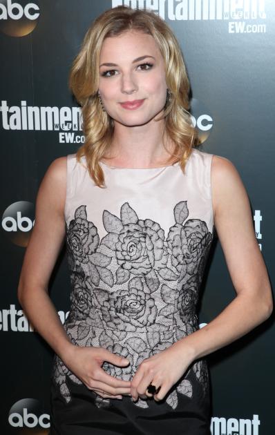Emily VanCamp (Emily Thorne)