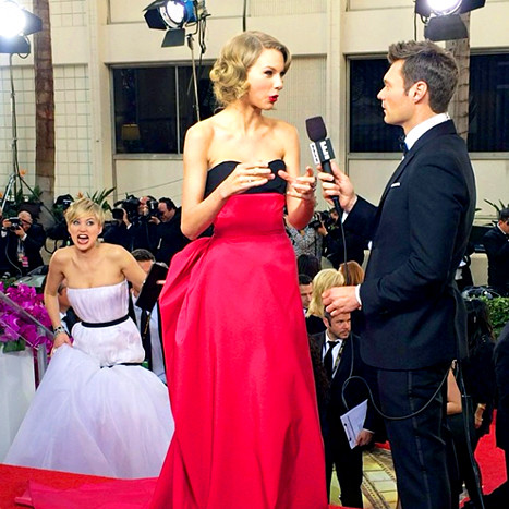 Jennifer Lawrence: Golden Globes Photobomb!