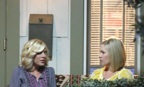 90210 Spoiler Pic: Donna Martin on Set!