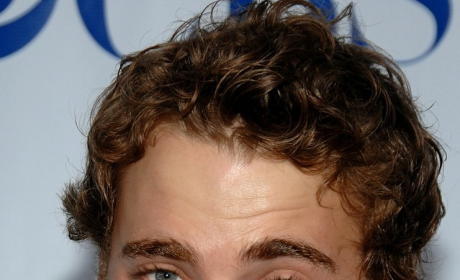 Dustin, Close Up