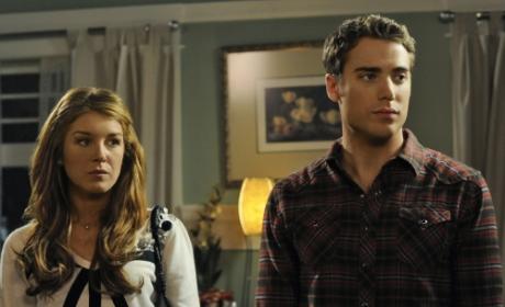 "90210 Recap: ""Off the Rails"""