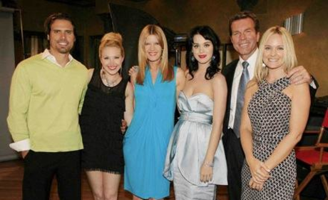 Katy Perry Poses with The Young and the Restless Cast