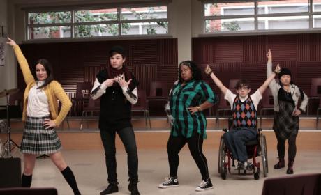 """Glee Sneak Peek: """"Showmance"""""""