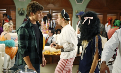 """90210 Review: """"Unmasked"""""""