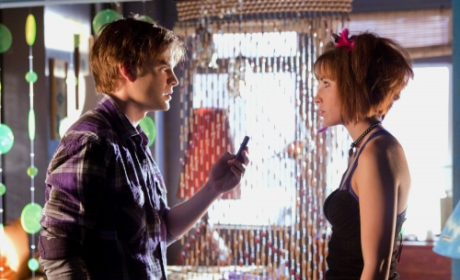 Smallville First Look, Clip: Greetings, Wonder Twins!