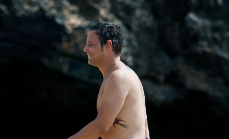 Justin Chambers: Shirtless in Hawaii