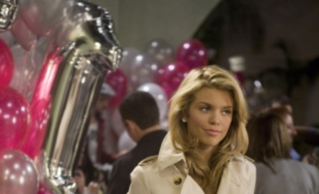 Who is Pregnant on 90210?