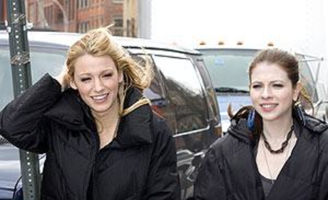 Michelle Trachtenberg and Blake Lively on the Set