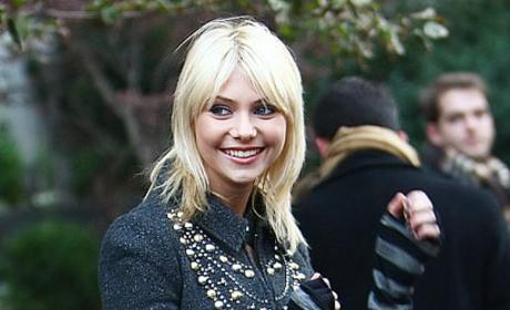 Taylor Momsen: Smiling on the Set