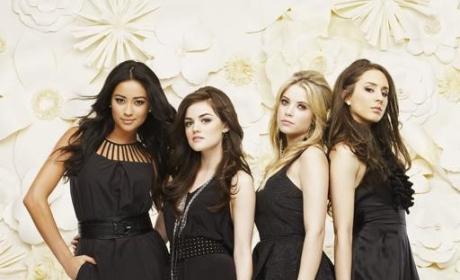 Pretty Little Liars Cast Photo
