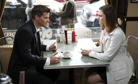 "Bones Creator Sheds Light on New Season, Avoiding ""Curse"""