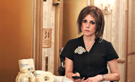 Weeds Spoiler Pic: Nancy as a Maid