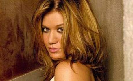 Mysterious Kelly Clarkson