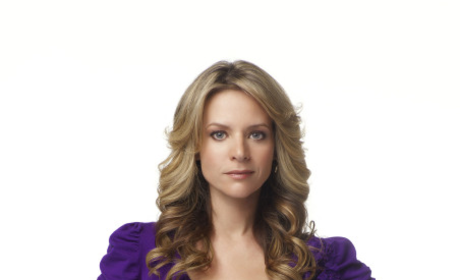 TV Fanatic Talks to Glee Star Jessalyn Gilsig!