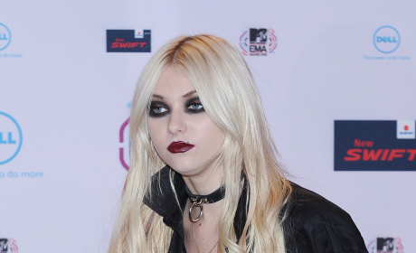 Gothic Barbie Surfaces at MTV Europe Music Awards