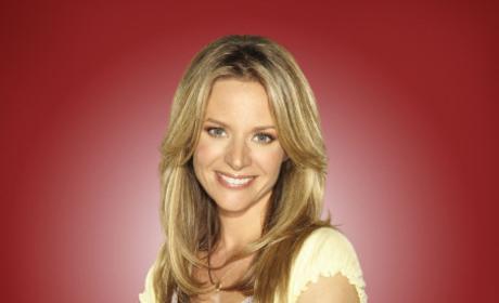 """Jessalyn Gilsig Preps Glee Fans for """"Sweet"""" Return of Terri Schuester"""