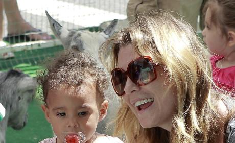 Ellen Pompeo, Daughter Stella Visit the Zoo