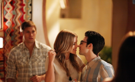 90210 Review: To the Max!