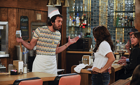 2 Broke Girls Interview: Jonathan Kite on Pride in Oleg