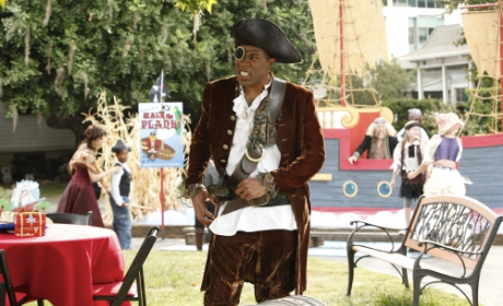 Hart of Dixie Exclusive: Cress Williams Chooses a Team, Previews Lavon/Lemon Flashback