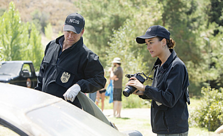 Gibbs, Ziva in the Field