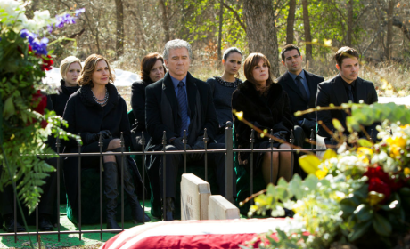 Dallas Cast Reacts to Larry Hagman Death, Previews Funeral for J.R.
